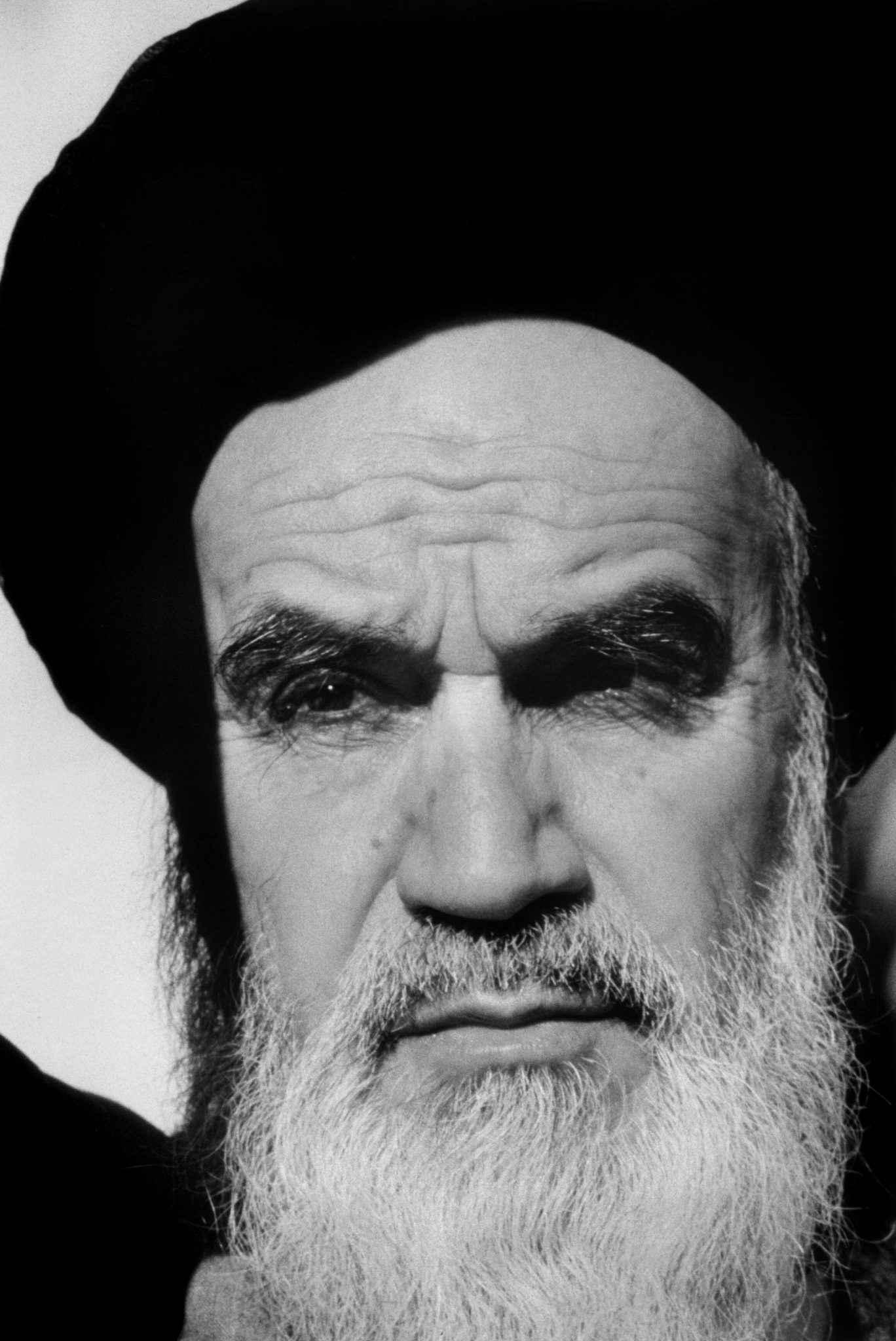 0098 - شهروندِ جهان (عباس عطار ۱۳۲۳-۱۳۹۷) - مگنوم, عکس اجتماعی, عباس عطار, شهروند جهان