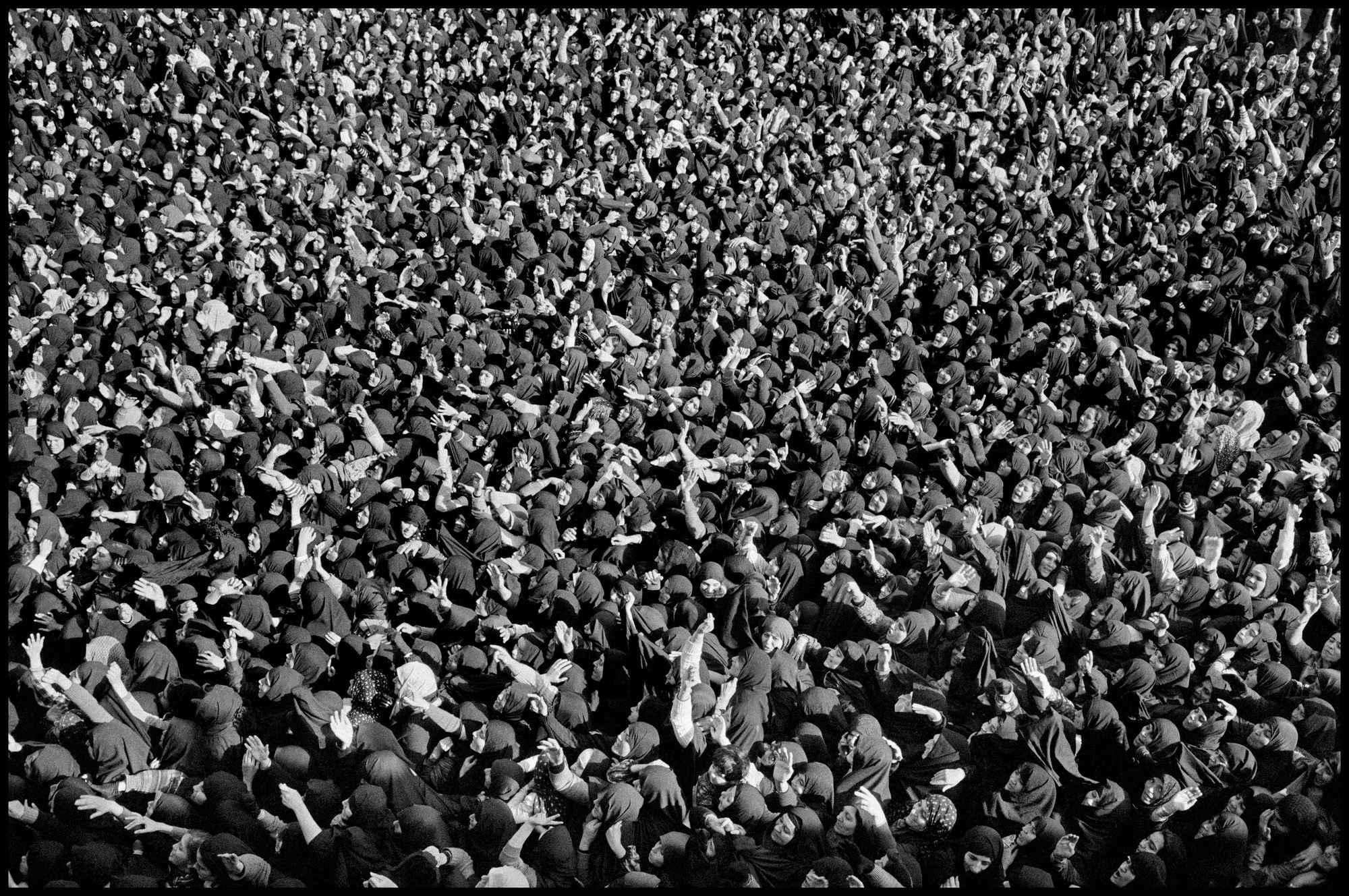 0107 - شهروندِ جهان (عباس عطار ۱۳۲۳-۱۳۹۷) - مگنوم, عکس اجتماعی, عباس عطار, شهروند جهان