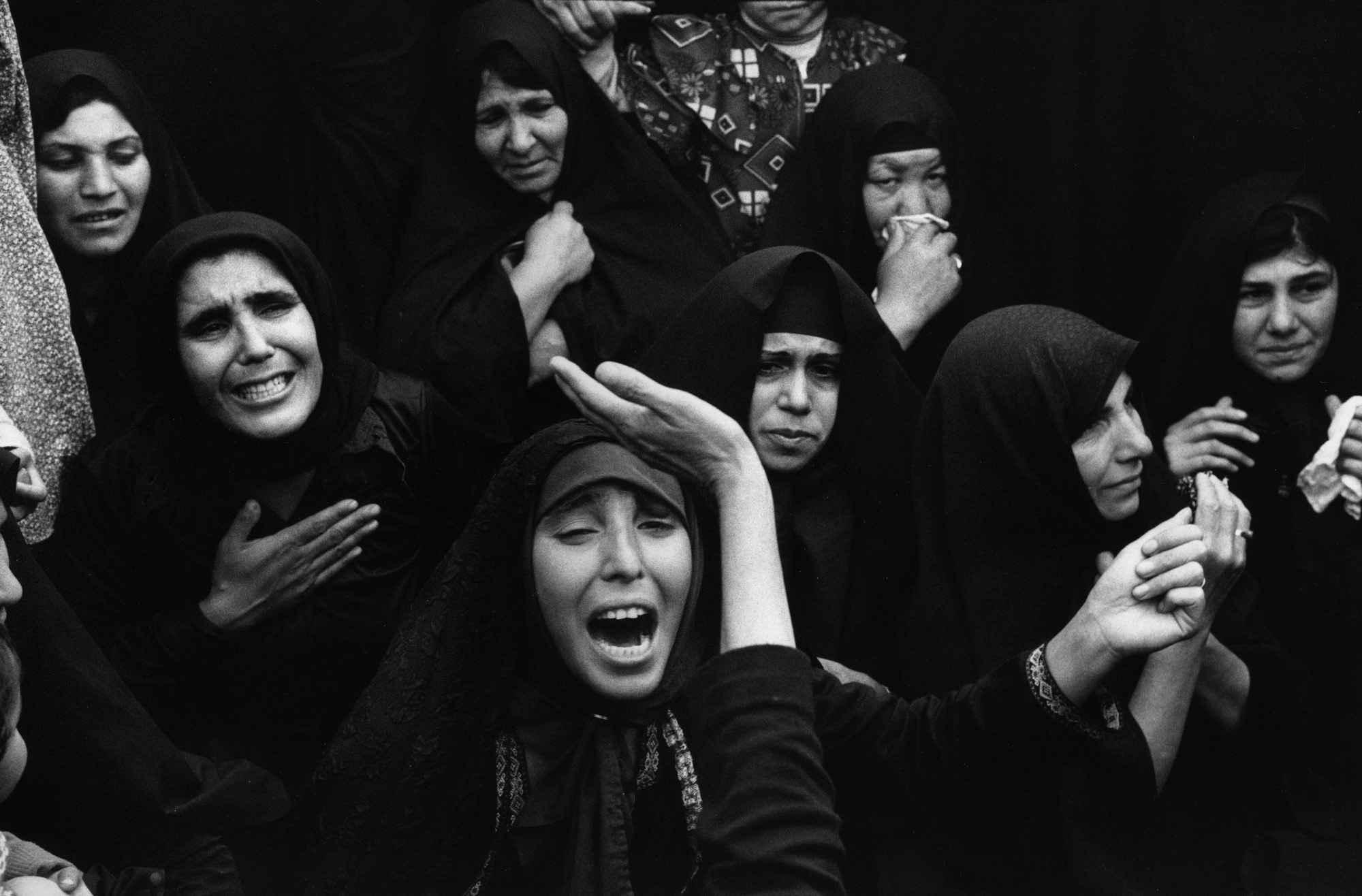 0131 - شهروندِ جهان (عباس عطار ۱۳۲۳-۱۳۹۷) - مگنوم, عکس اجتماعی, عباس عطار, شهروند جهان