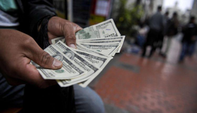 2696150 750x430 - چرا مردم برای خرید ارز صف می کشند؟ - دلالان ارز, دلار, جامعه, ارز