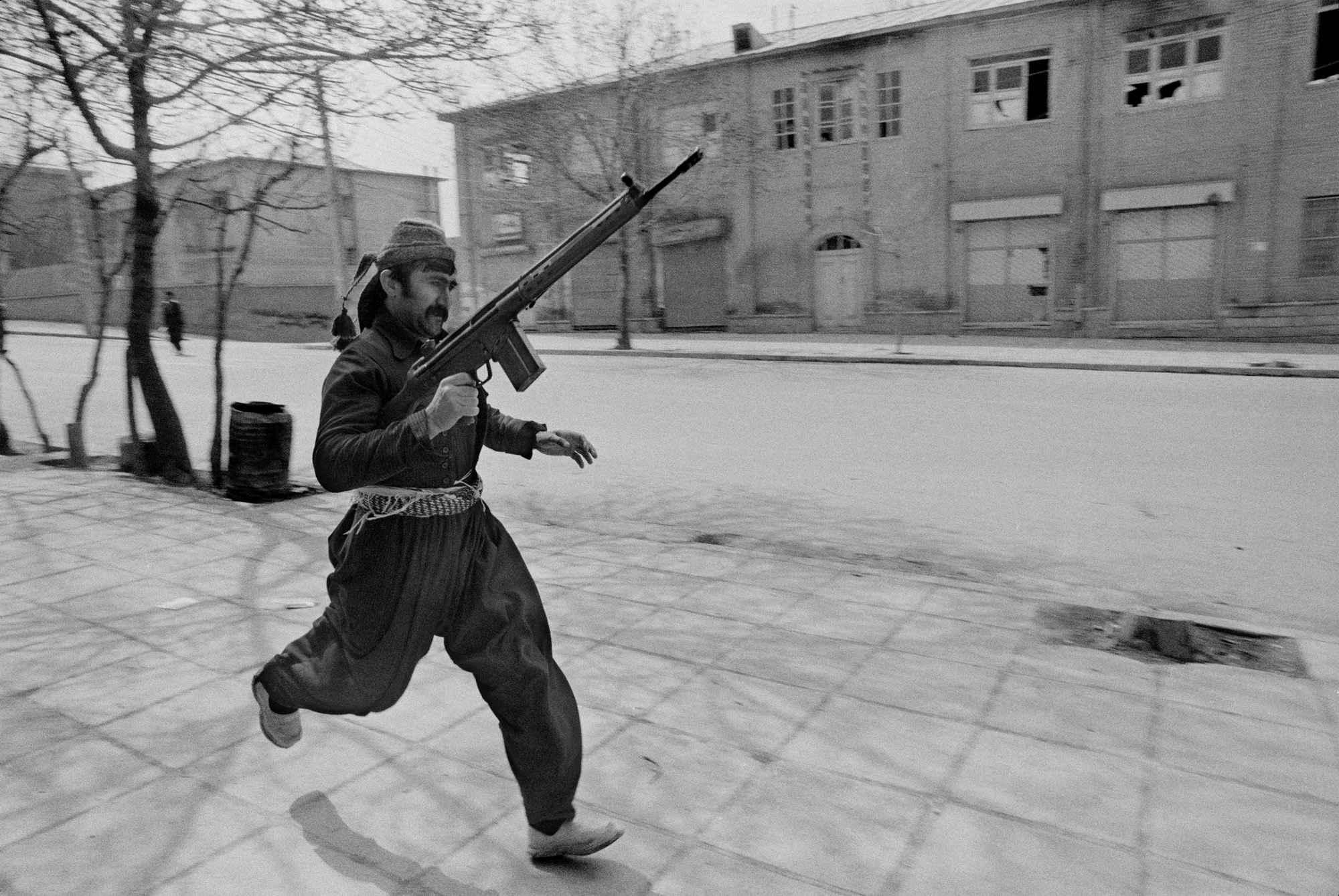 PAR169188 - شهروندِ جهان (عباس عطار ۱۳۲۳-۱۳۹۷) - مگنوم, عکس اجتماعی, عباس عطار, شهروند جهان