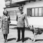 Hitler and Eva with their dogs 150x150 - «حوّا، حالا وقت خودکشیست!»