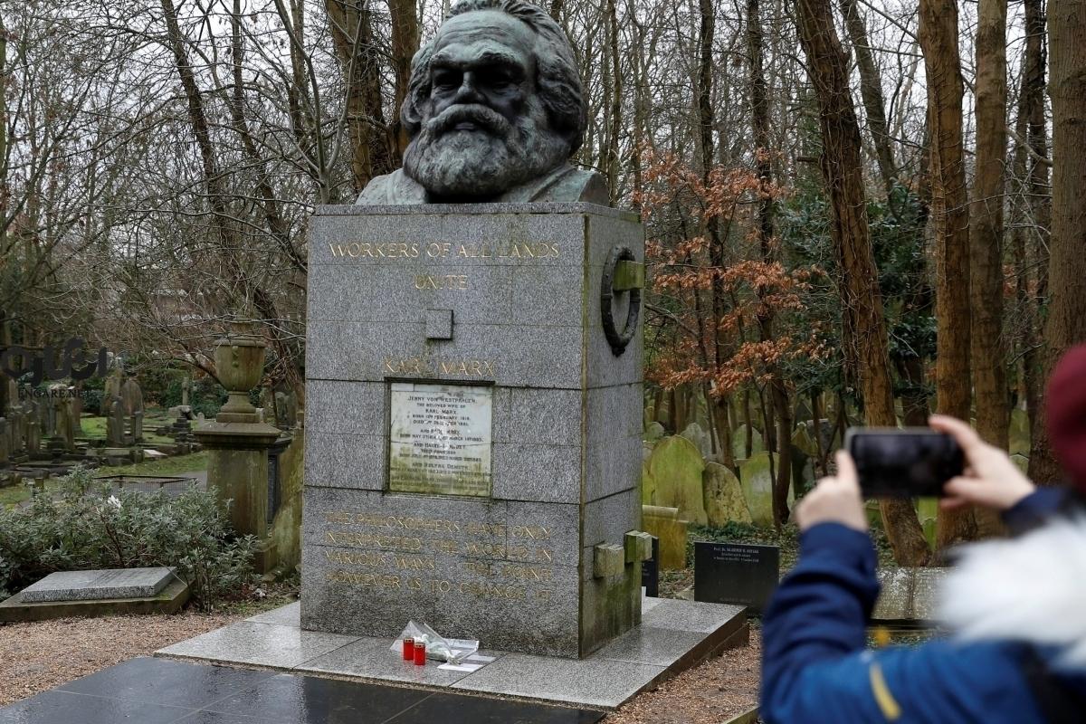 Karl Marx tomb - کارل مارکس که بود؟ - همسر مارکس, نظریه جامعه شناسی مدرن, مانیفست کمونیست, مارکسیسم هگلی, مارکسیسم ساختارگرا, مارکسیسم تحلیلی, مارکسیسم تاریخی, مارکسیسم پدیدهشناسی, مارکسیسم, مارکس, مائویسم, لوکزامبورگیسم, کارل مارکس, علوم اجتماعی, داس و چکش, چه گوارا, جامعه شناسی مارکسیستی, تروتسکیسم, استالینیسم